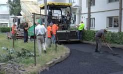 Continuă lucrările de asfaltare din Pașcani